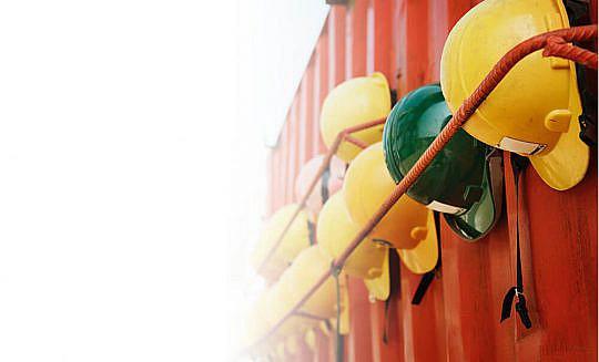 Helmen op bouwplaats - CBO Security - bouwbeveiliging