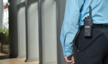 Bewaker Tile Afbeelding - walkie talkie - CBO Security - Objectbeveiliging